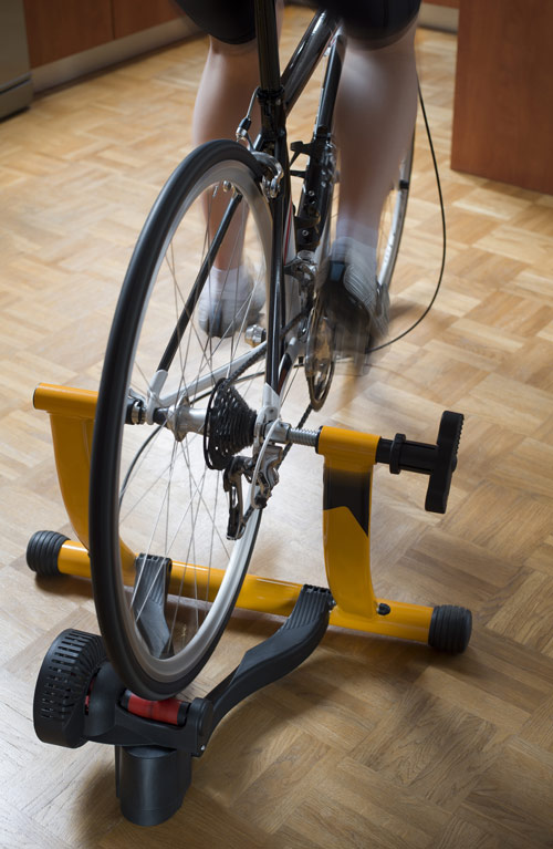 A picture of an indoor cycling trainer