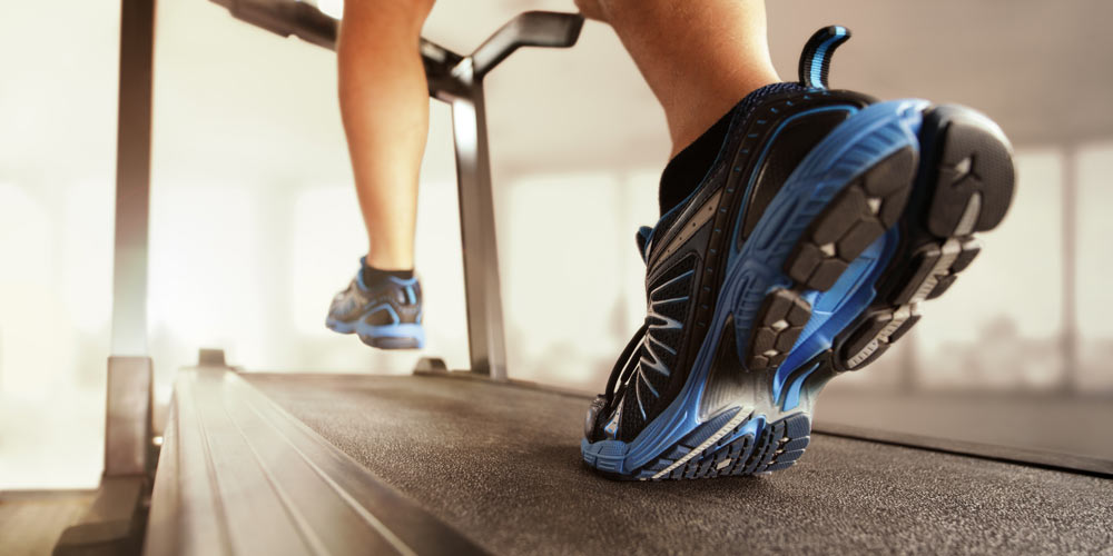 What is a manual treadmill?